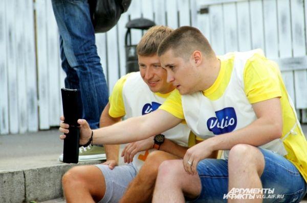 Алексей Ягудин никому не отказывал в фото на память.