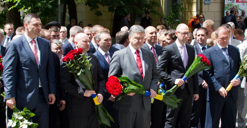 Руководство Украины на церемонии возложения цветов