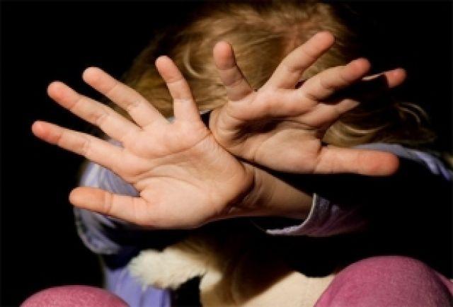 Маленькие дети не могут противостоять насилию.