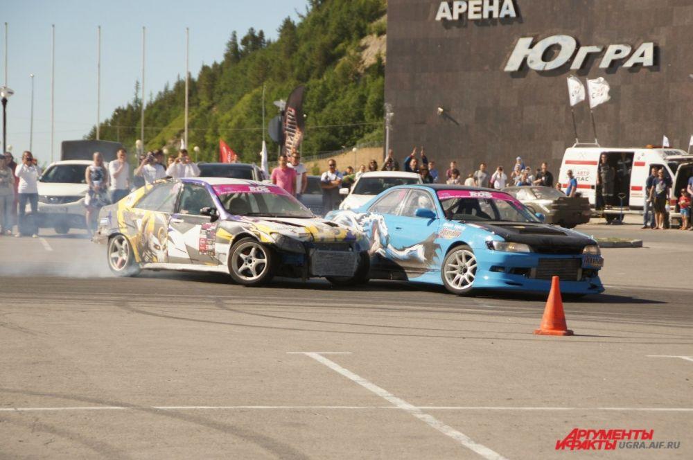 А после гонок зрителям разрешили посидеть за рулем и сфотографироваться с гоночными автомобилями.