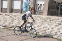 Условия для комфортного и безопасного движения на велосипедах появятся еще не скоро.