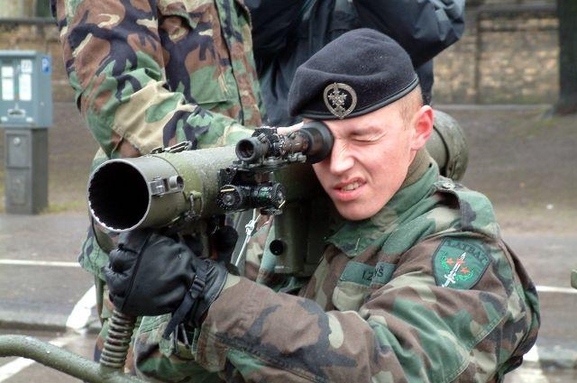 Корпусы гранатомёта использовались для строительства забора.