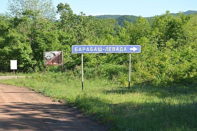 Указатель дороги, ведущей к селу.