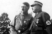 Гитлер и Рём в августе 1933 года.
