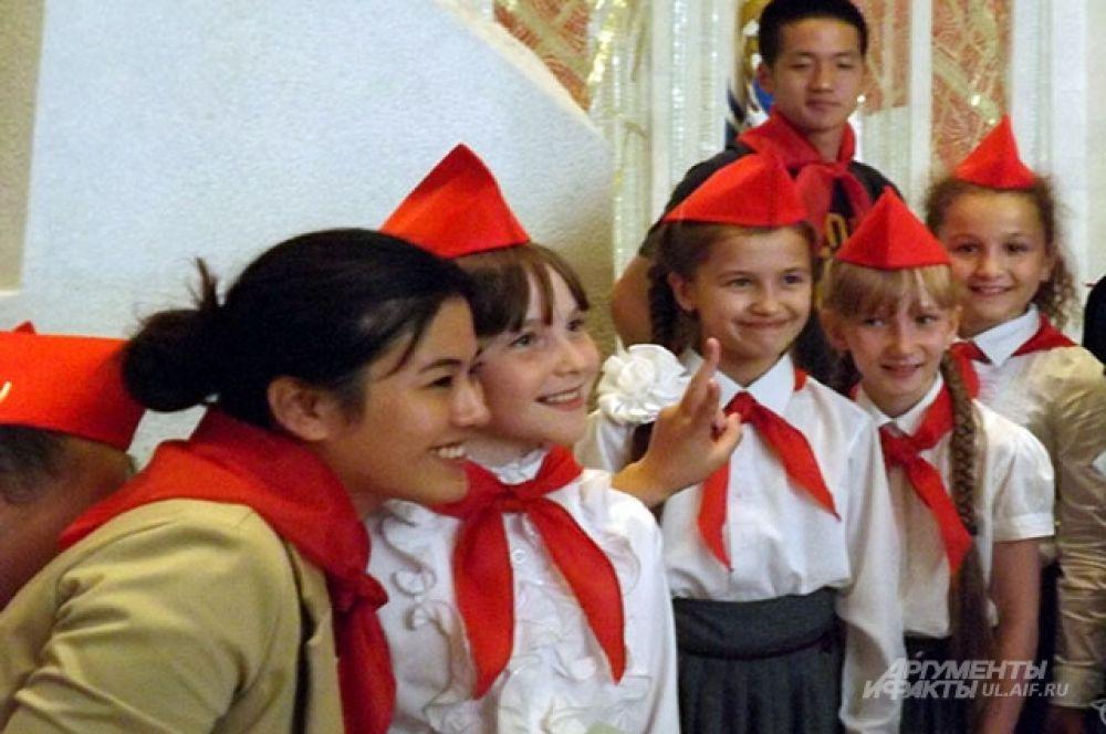 Китайцы сфотографировались с Ульяновскими пионерами
