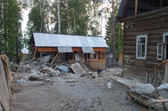Ущерб от наводнения подсчитывают в Аршане.