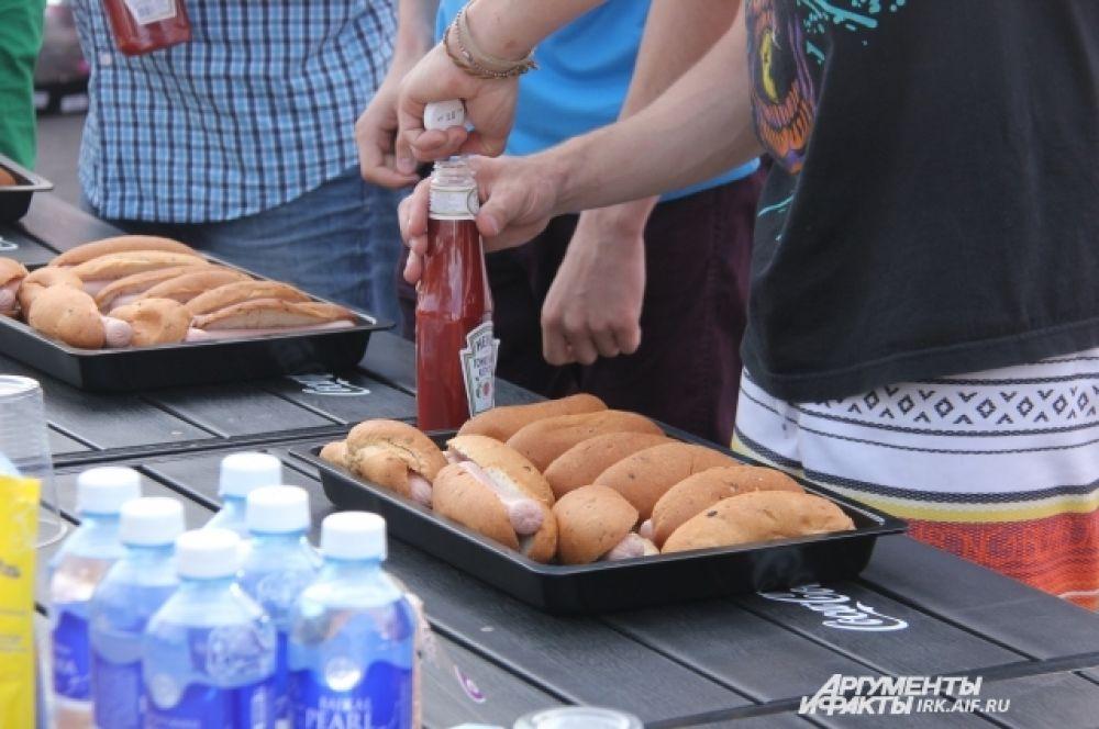 Ну и конечно же, какой хот-дог без кетчупа?