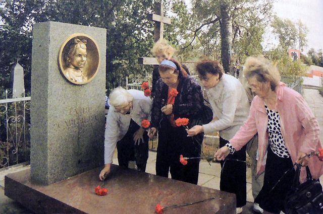 Ветераны посетят мемориал Тани Сваичевой в Шатках.