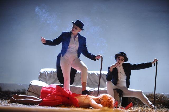 Сцена из спектакля «Путешествие Гулливера».