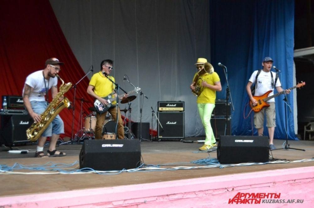 Группа «Возможны противопоказания» была одним из 12 музыкальных коллективов Сибирского федерального округа, прошедших отборочный тур.
