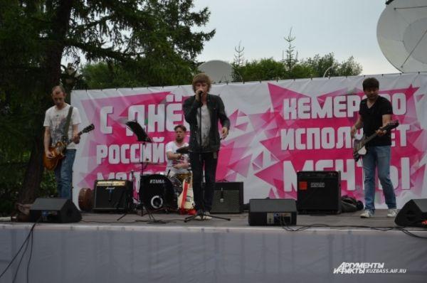 А кемеровская команда PaperSoldier´s вышла на сцену в сквере «Орбита».