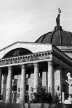 Последняя работа Веры Мухиной – статуя «Мир», установленная на куполе волгоградского планетария. Сам по себе планетарий был подарком ГДР, и хотя немецкий проект был заменён отечественным, но продолжает функционировать сейчас он во многом за счёт зарубежных технологий.