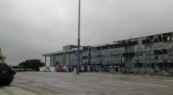 Аэропорт Донецка после жестоких столкновений сил АТО с боевиками
