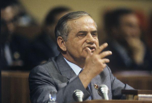 Владимир Иваашко – государственный деятель, первый и единственный заместитель Горбачева, исполняющий обязанности Генерального Секретаря ЦК КПСС после его отставки.