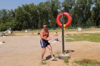 Спасательным кругом пользоваться еще не приходилось - купальный сезон только начался.