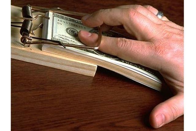 Главный таможенный инспектор региона попался на взятке в 9 тысяч рублей