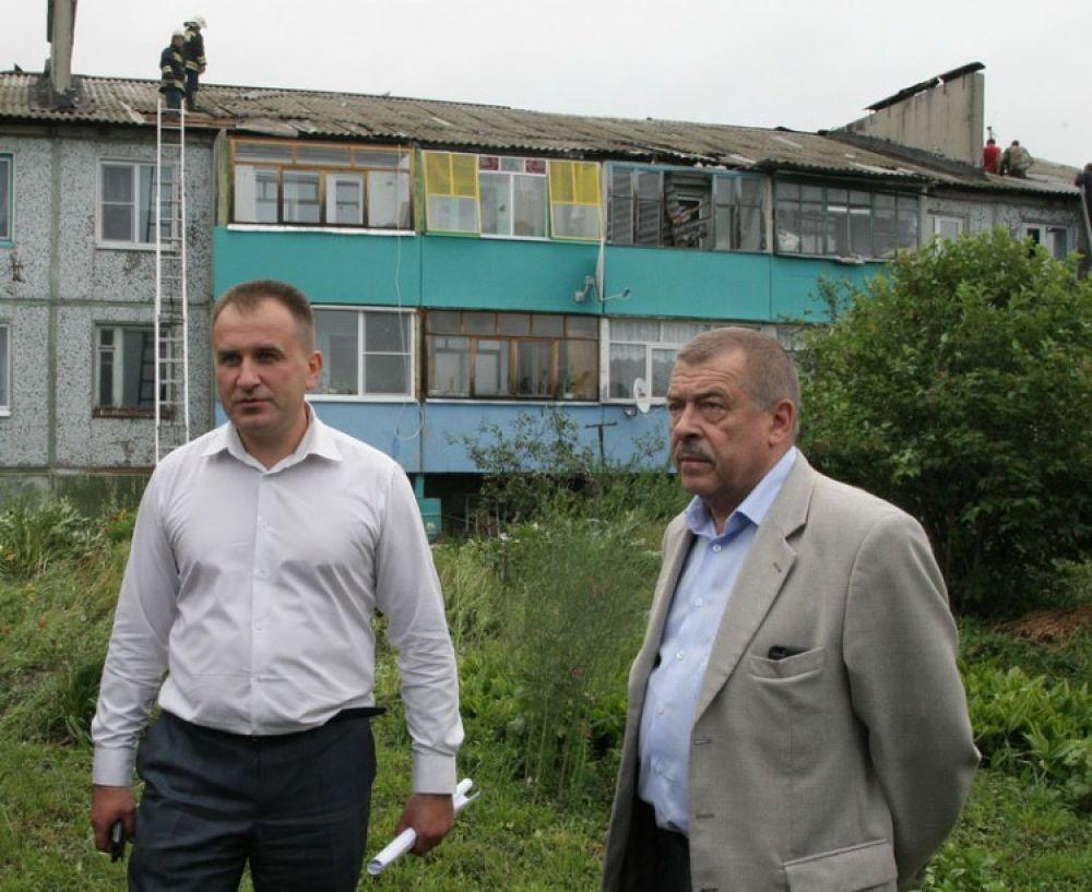 На место происшествия прибыл председатель правительства Тульской области Юрий Андрианов.