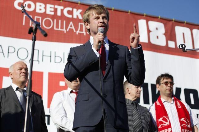 Прошлым летом на митинге в Ярославле Евгений Урлашов требовал отставки губернатора.