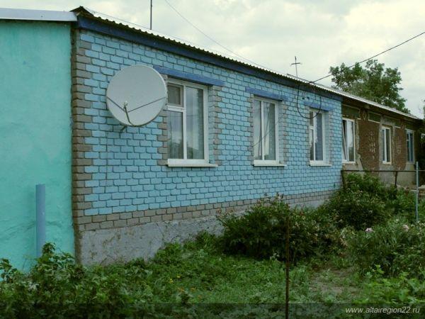 Дом Ячменевых. В смежном с квартирой помещением идет ремонт, скоро там тоже можно будет жить.