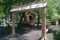 На станции Юннатов уже обустроен детский сказочный городок.