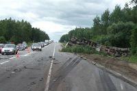27-летний водитель кроссовера Nissan Quashkai, двигаясь в сторону Орла, врезался во встречную фуру Volvo с полуприцепом.