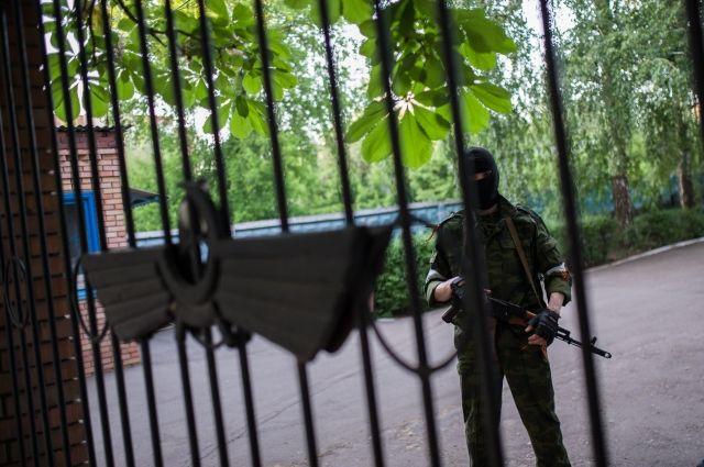 Захват боевиками админзданий в Донецке