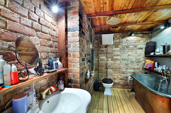 Старинная ванна привезена из Франции.