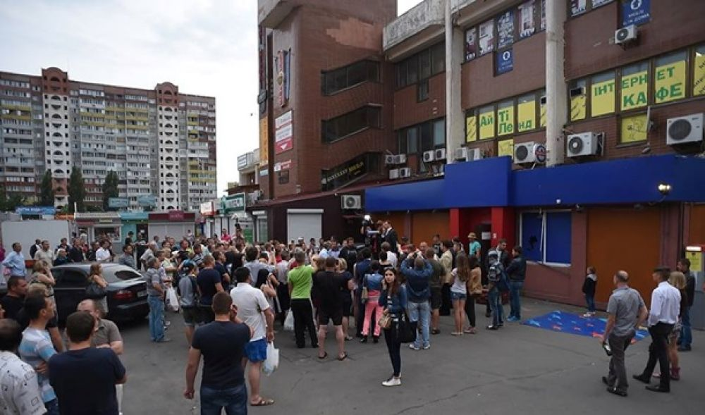 Ляшко с вилами и битой разгромил казино на Троещине в Киеве