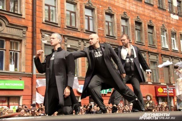 Братья Карамазовы тоже участвовали в представлении.