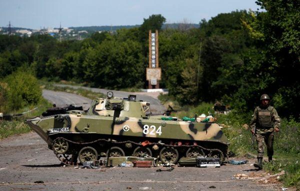 Военная техника на въезде в Славянск