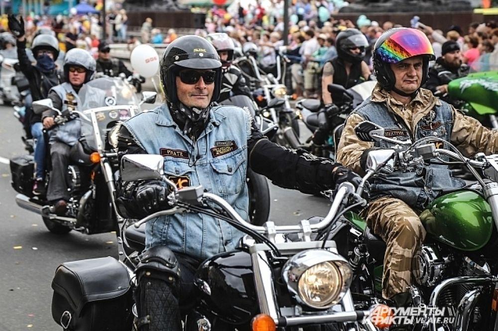 После парада многие из них отправились в мотопутешествие на Байкал.