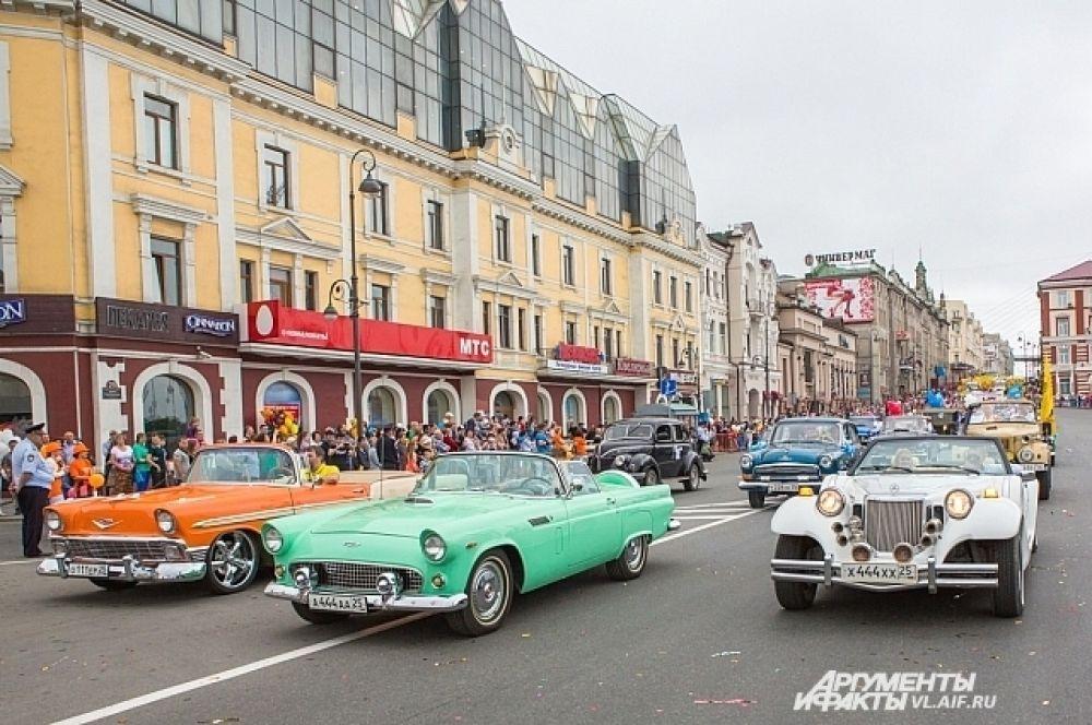 Особый шик города - экспонаты автомотостарины.