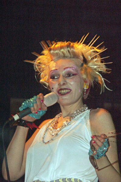 Концерт Жанны Агузаровой в одном из московских клубов в 2004 году.