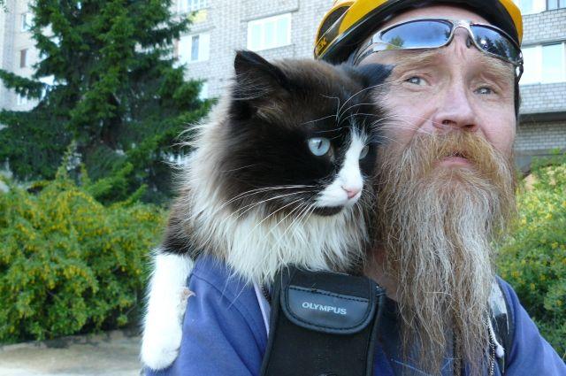 Владимир Иливанов вместе с котом проехал на велосипеде сотни километров.