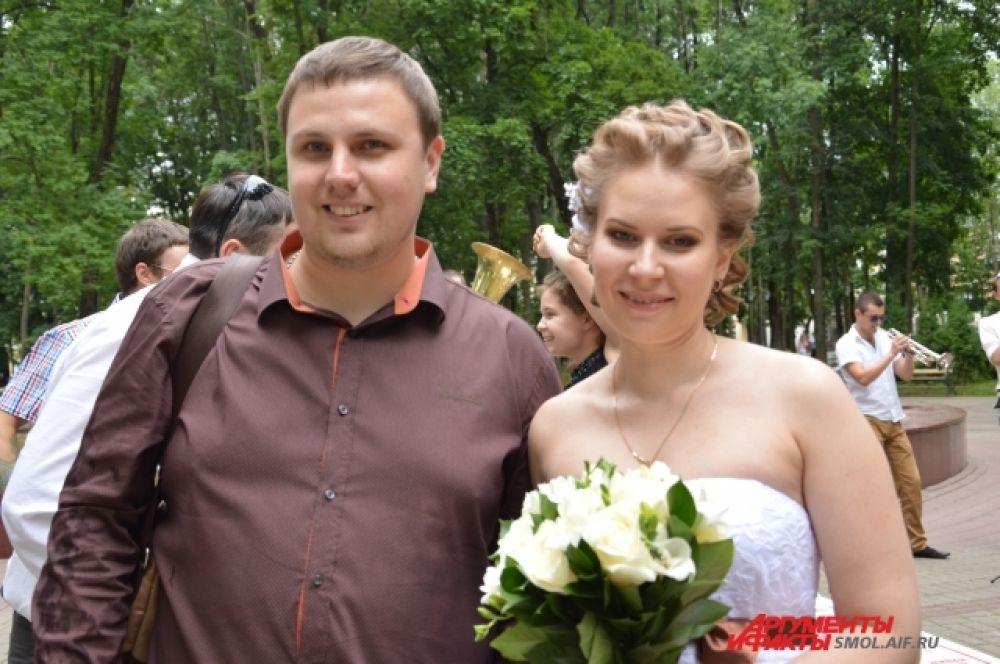 Виктория Тарасова и Александр Сафронов, жених и невеста: «Любовь, честность, доверие и верность обязательно приведут к счастливой семье. Это мы проверили на собственном опыте».