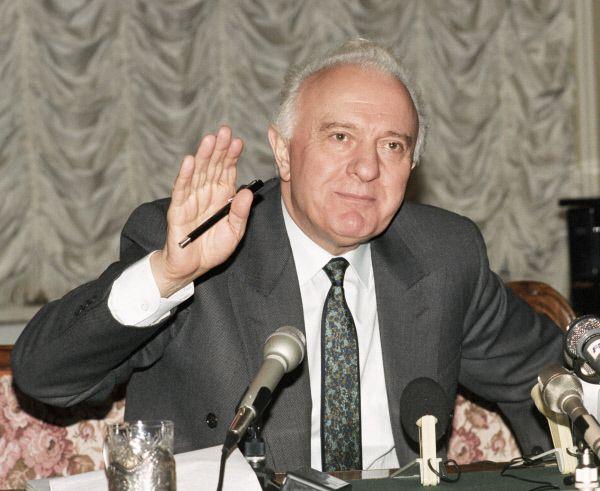 После государственного переворота в Грузии в декабре 1991-январе 1992 годов, в результате которого президент Звиал Гамсахурдия был смещен и сбежал из страны, Шеварднадзе вернулся на родину и был назначен председателем Государственного Совета Республики Грузия, а в ноябре 1992 года  был безальтернативно избран на этот пост.