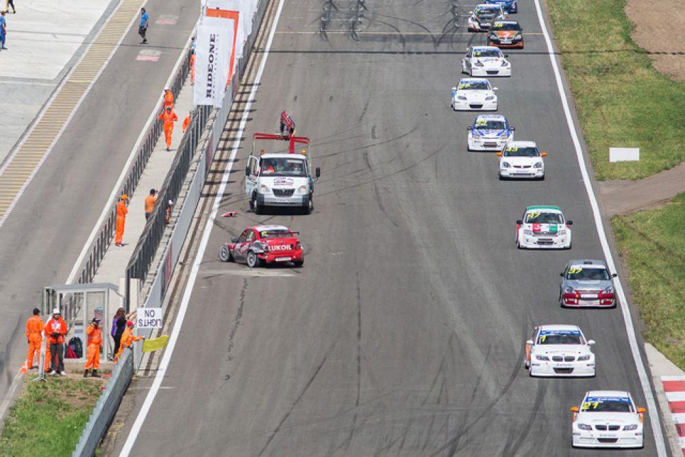 Этап самого престижного гоночного турнира страны — российской серии кольцевых гонок (РСКГ) — запомнился высокими скоростями, рекордным количеством участников, обилием аварий на трассе и отличной организацией