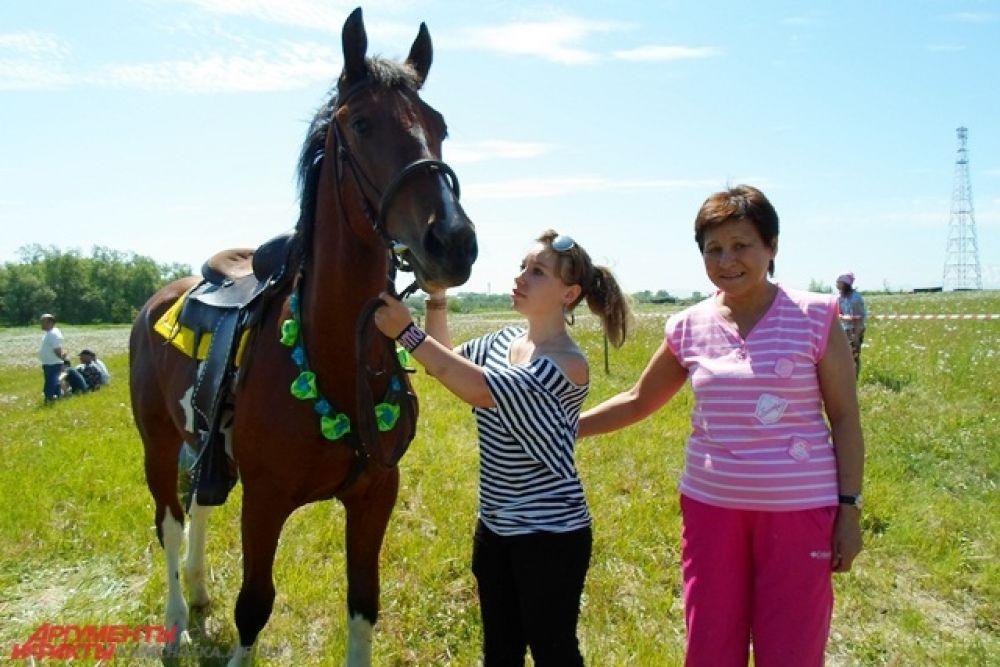 Все желающие могли покататься на лошадях.