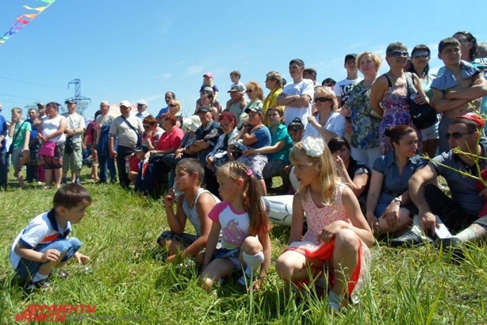 Огромное количество народа собралось на 20 километре Елизовской трассы.