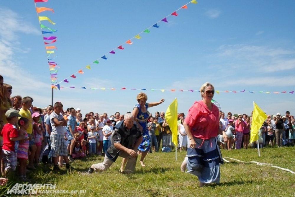 Активное участие в конкурсах принимали и взрослые.