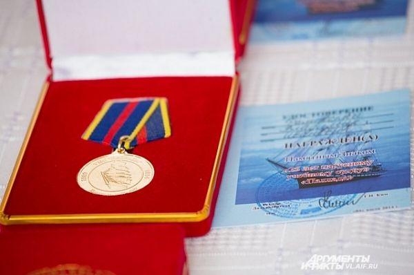 Памятная медаль к 25-летию парусника «Паллада».
