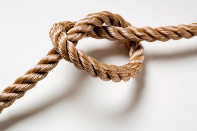 Верёвка может быть опасной в руках ребёнка.