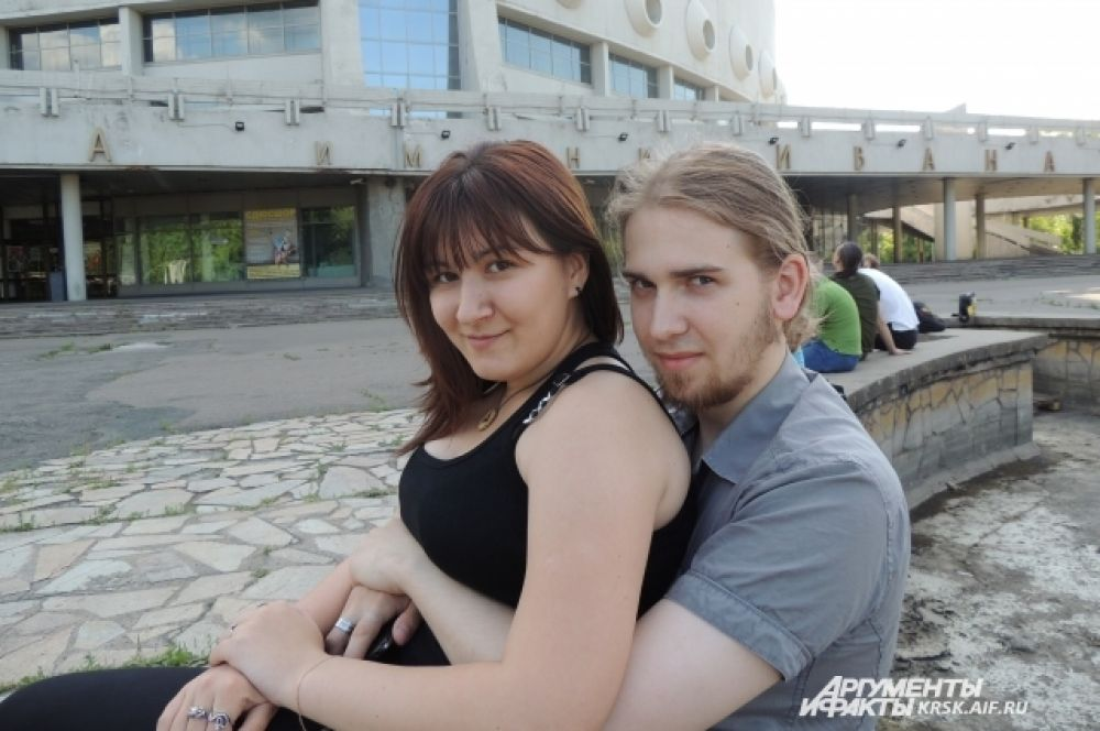 Андрей Шереметов и Кристина Суровикова почувствовали несправедливость по отношению к Менсону в России, поэтому и пришли на акцию.