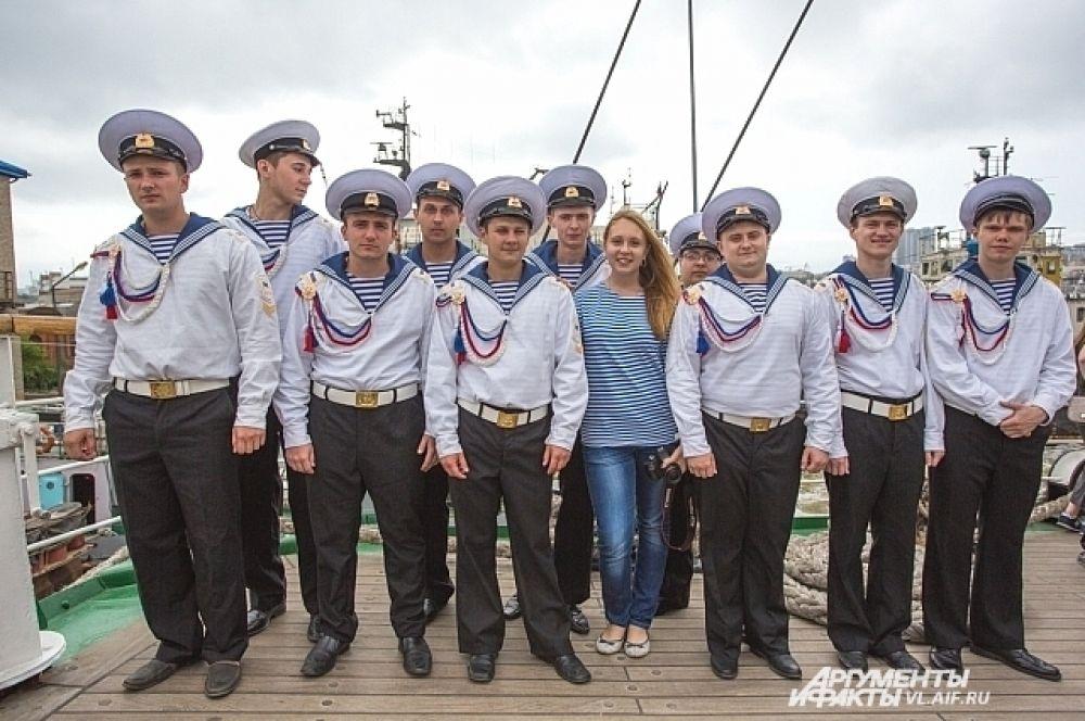 Курсанты ДальРыбвтуза на борту Парусника «Паллада».
