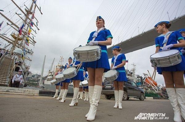 Барабанщицы - один из громких и эффектных элементов праздника.