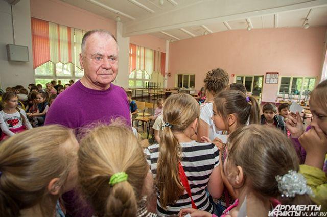Александр Ткачук на встрече с приморскими школьниками.