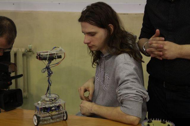 Показать свои изобретения студенты могут на выставках.