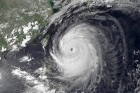 Супер Тайфун «Неогури» над Японией.