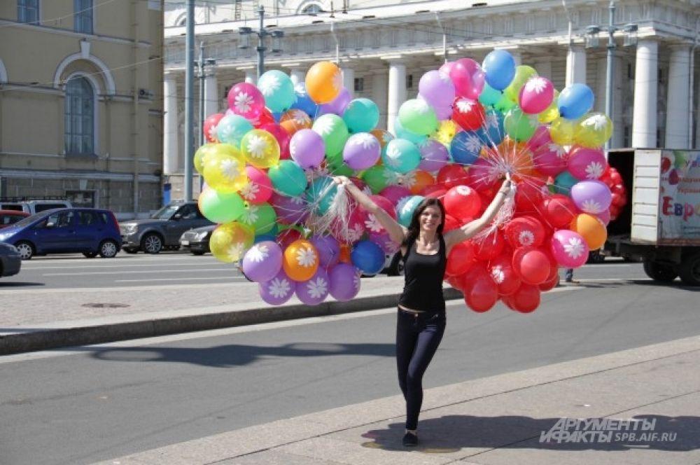 Разноцветные шары добавили свою изюминку в празднование Дня Петра и Февронии