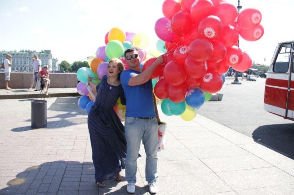 Сотрудники АиФа не отказали себе в удовольствии попозировать с разноцветными шарами